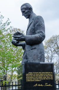 Statue donated by the Republic of Serbia to the Tesla Science Center at Wardenclyffe in 2013.